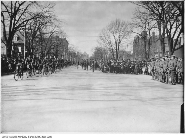 Bicycle corps,  University Avenue. - 1913